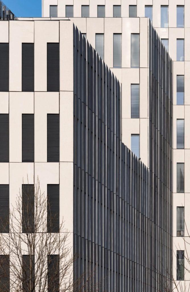 Warszawski wieżowiec projektu JEMS Architekci - siedziba Transportowego Dozoru Technicznego