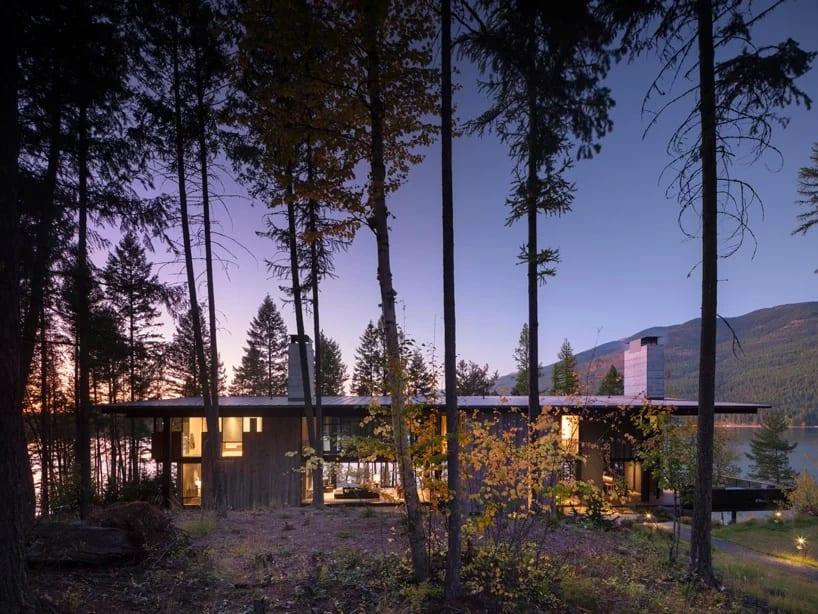 """Dom """"Ważka"""" projektu Olson Kundig Architects - foto Nic Lehoux - dom w północnej Montanie"""