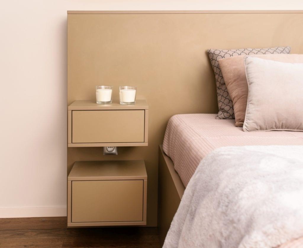 Dominik Ćwiek i funkcjonalny warszawski apartament - szafka stojąca przy łóżku