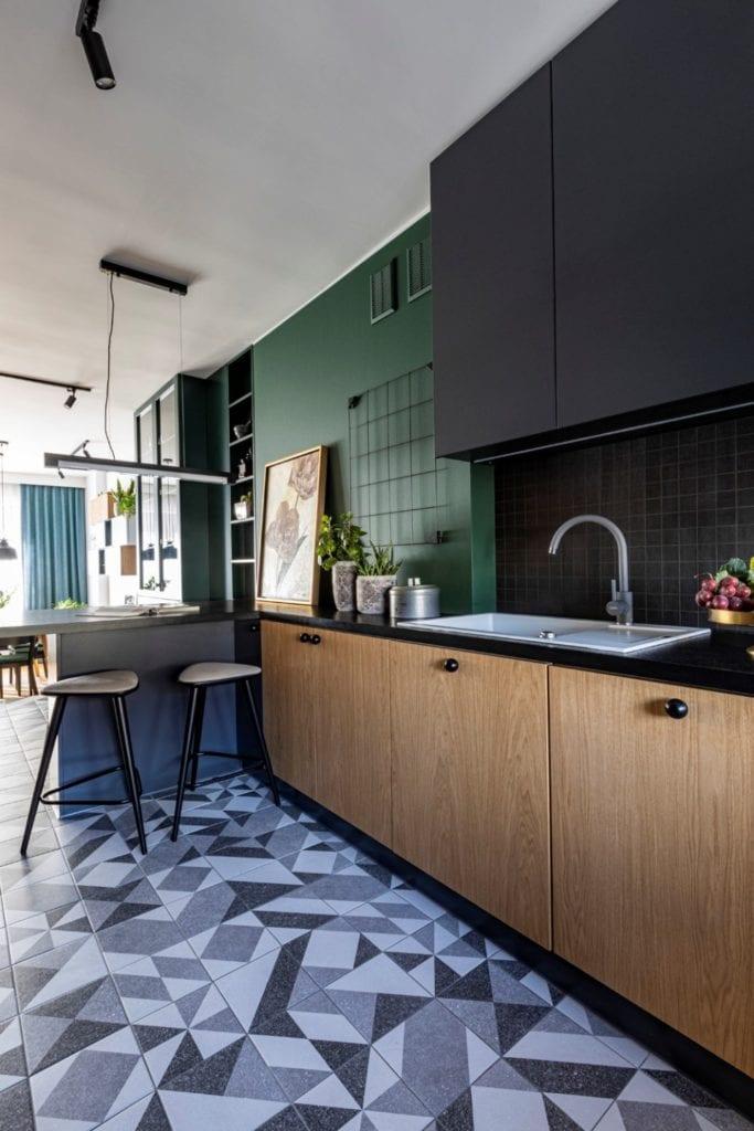 Kowalczyk-Gajda Studio Projektowe i projekt domu w Gdyni - zielona ściana w salonie