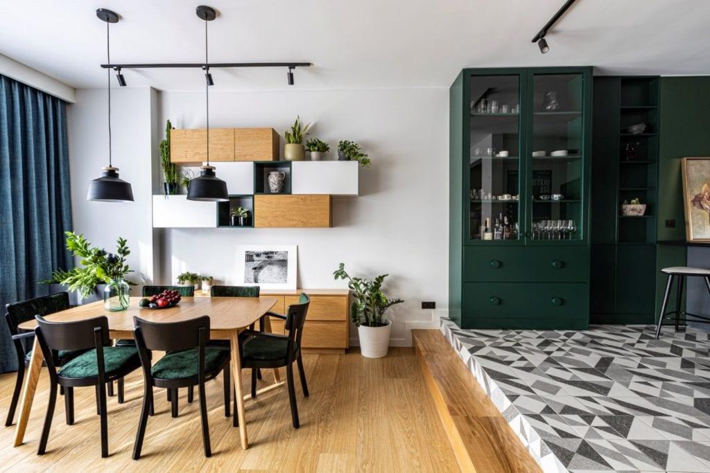 Kowalczyk-Gajda Studio Projektowe i projekt domu w Gdyni - zielone meble w salonie