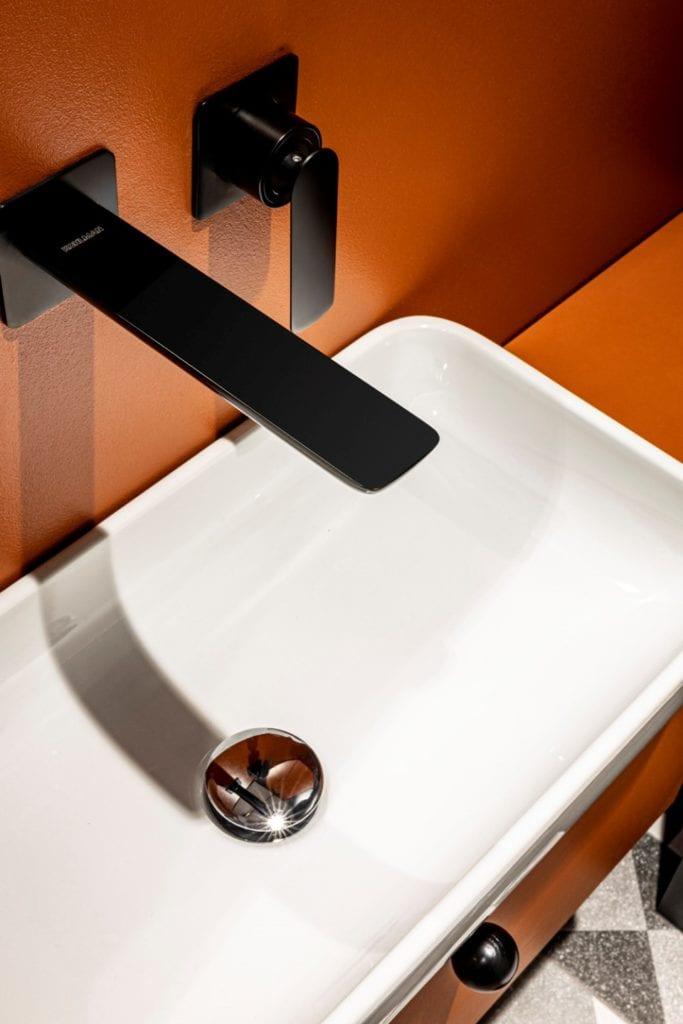 Kowalczyk-Gajda Studio Projektowe i projekt domu w Gdyni - biała umywalka w łazience