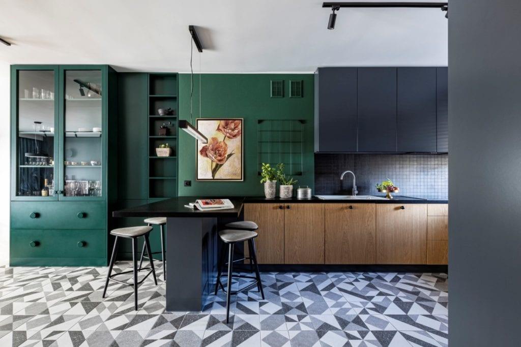 Kowalczyk-Gajda Studio Projektowe i projekt domu w Gdyni - zielona ściana w kuchni