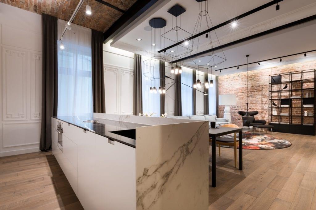 Nasciturus design i drugie życie mieszkania w kamienicy - wyspa kuchenna