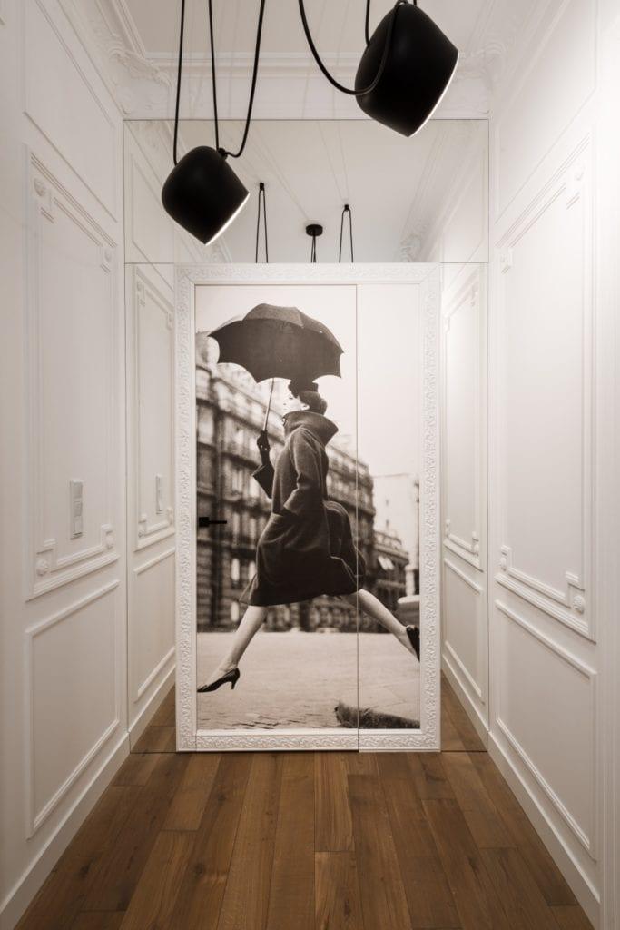 Nasciturus design i drugie życie mieszkania w kamienicy - grafika w warszawskim mieszkaniu