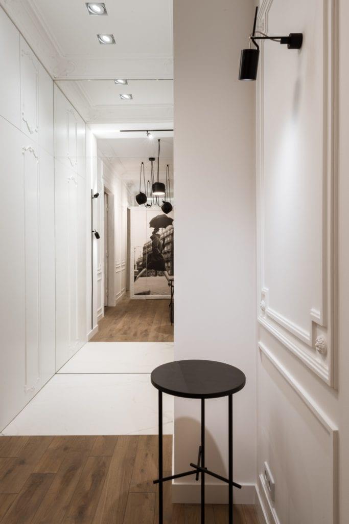 Nasciturus design i drugie życie mieszkania w kamienicy - Nasciturus design i drugie życie mieszkania w kamienicy - hol z piękną grafiką