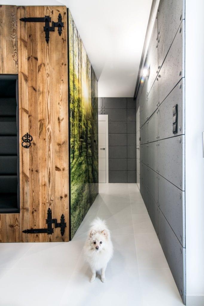 Nowoczesne wnętrze projektu pracowni Dagar Studio - szary kolor w holu