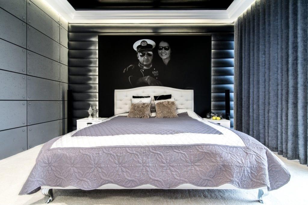 Nowoczesne wnętrze projektu pracowni Dagar Studio - duże małżeńskie łoże w sypialni