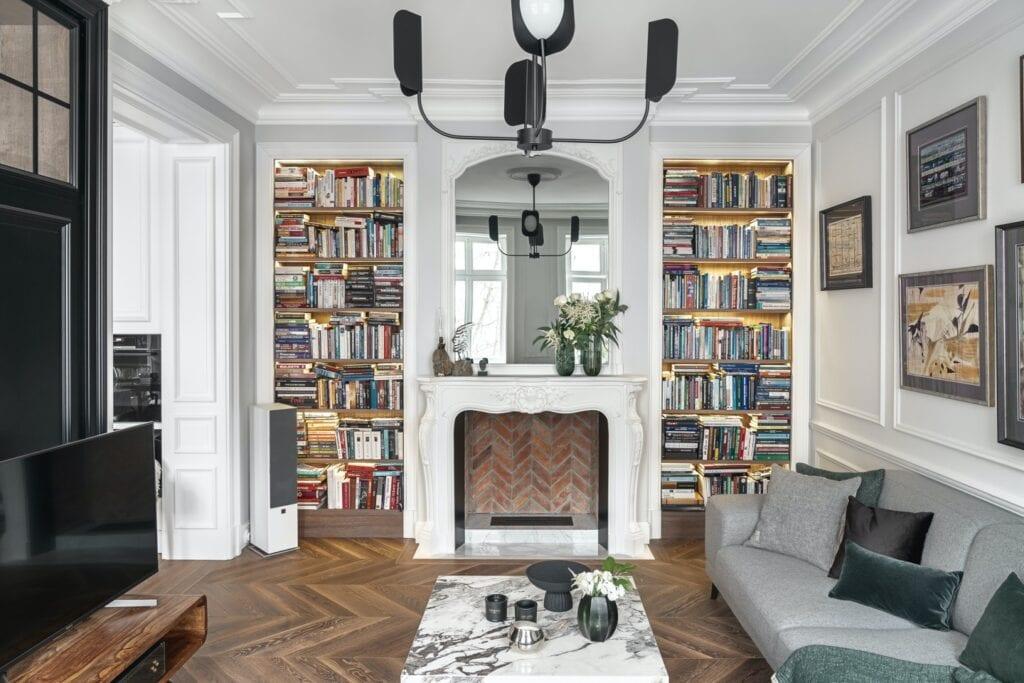 Paryski duch przy Mokotowskiej w projekcie White Castle Dawid Przewoźny - zdjęcia Tom Kurek - przestronny salon w paryskim klimacie