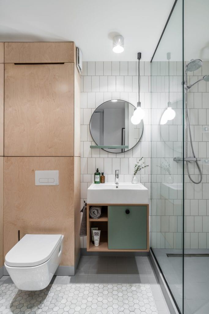 Projekt mieszkania w Gdańsku od pracowni Raca Architekci - łazienka z kabiną prysznicową