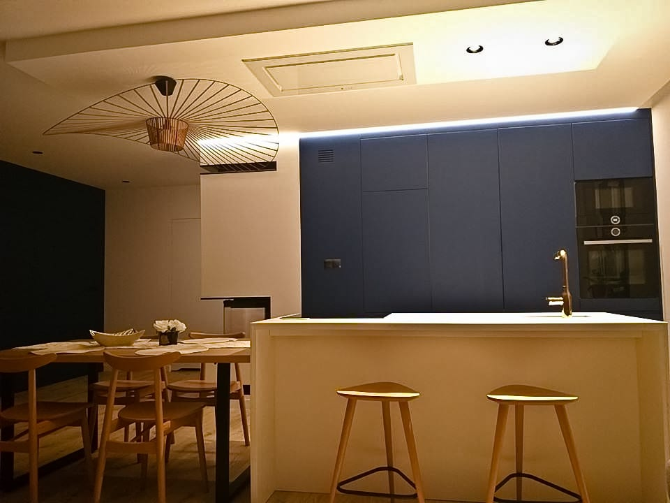 Sztuka prostoty - okapy sufitowe w nowej odsłonie - okap Nortberg Grand Super Slim White