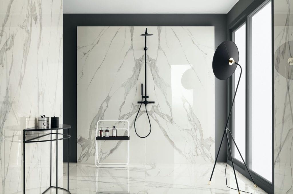 Tubądzin i nowoczesna łazienka w wielkim mieście - Specchio Carrara