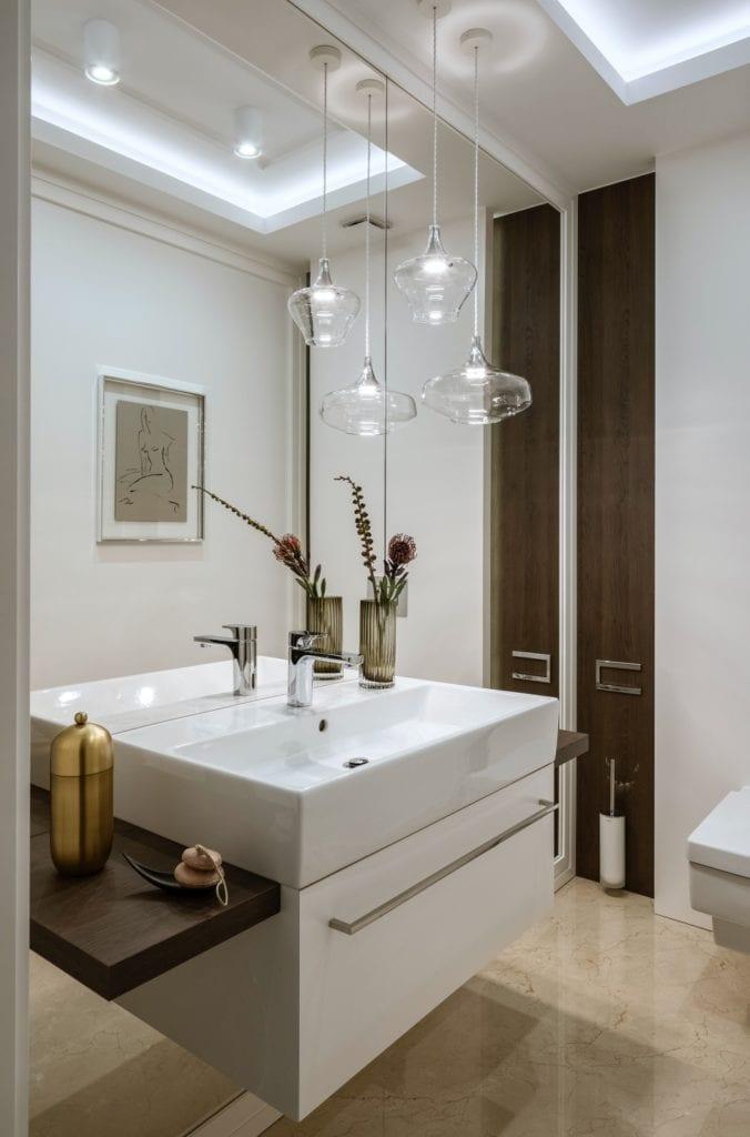 Warszawski apartament projektu pracowni HOLA Design - umywalka w łazience