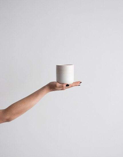 aoomi-design-studio-naczynia-model-dust-kolor-bialo-rozowy-ceramika-kamionkowa-plndesign