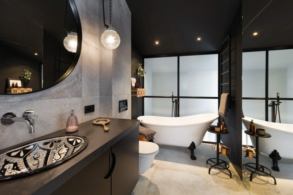 Coś więcej niż… Historia pracowni projektowej 2form - wanna wolnostojąca w łazience