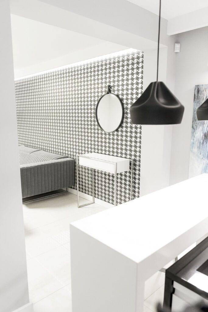 Coś więcej niż… Historia pracowni projektowej 2form - biało-czarne płytki w łazience