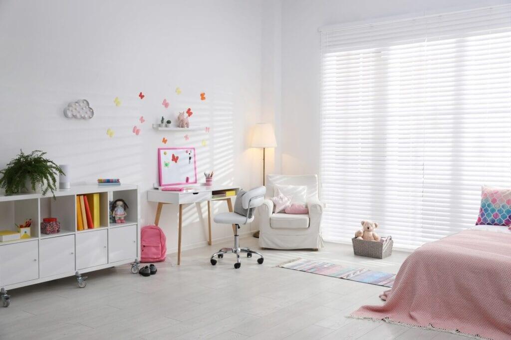 Dekoracje okienne do pokoju dziecięcego - porady, inspiracje