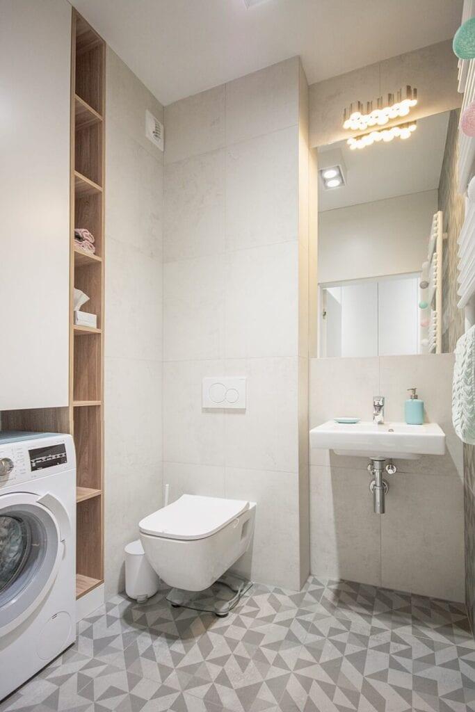 Mieszkanie projektu Design me too - relaks z miętą i różem w tle - jasna łazienka