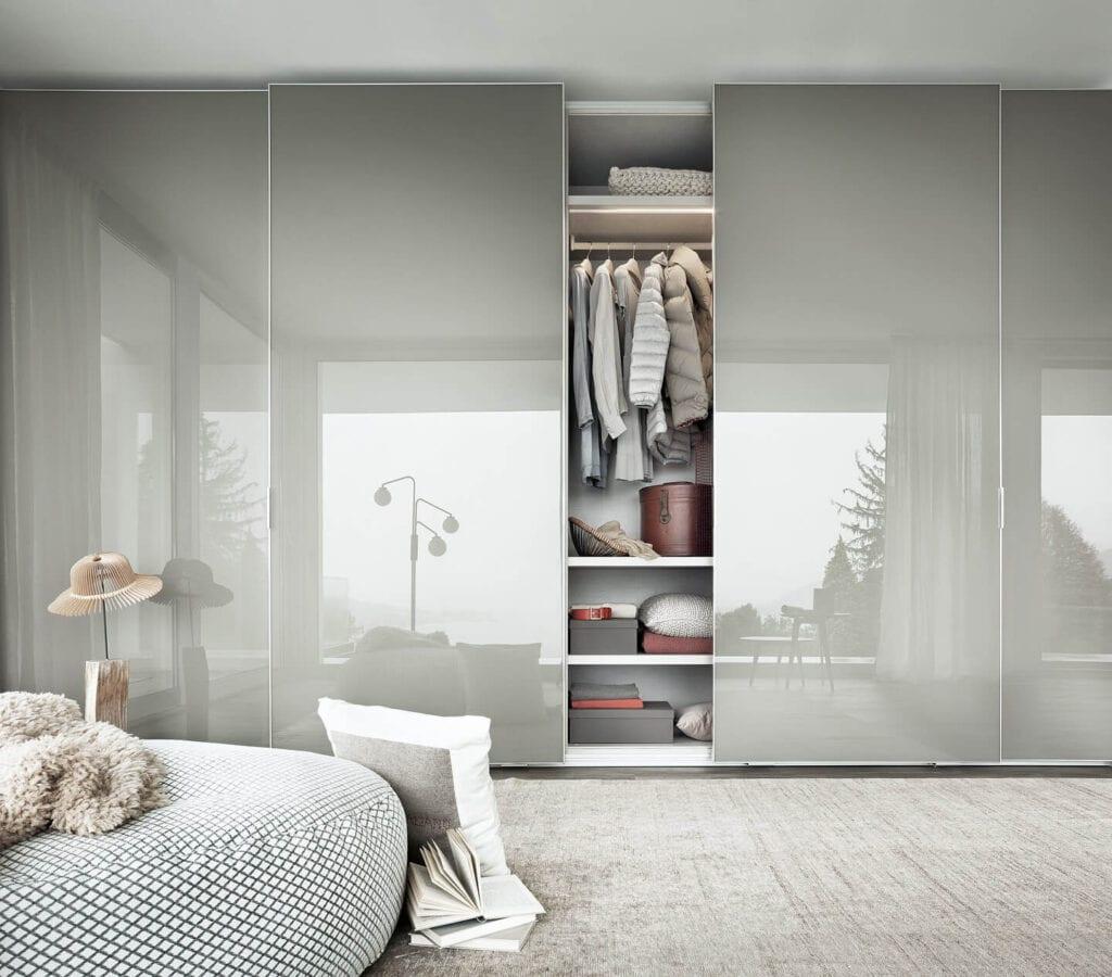 Garderoba z systemem Air Cleaning System dbająca o higienę od marki LEMA