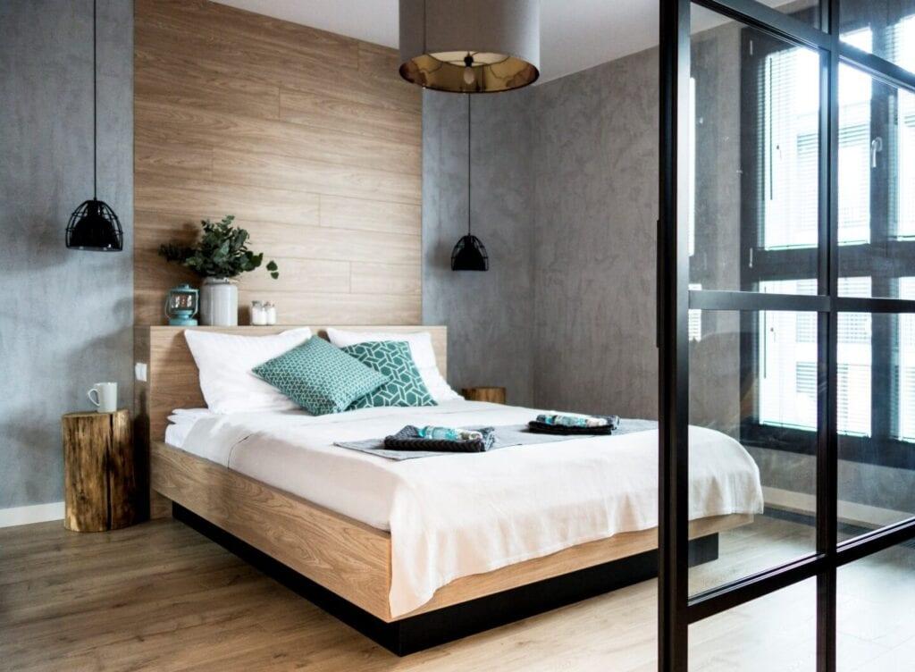 Jak mądrze wydać pieniądze urządzając mieszkanie? - Loft na wynajem projektu Mikołajska Studio