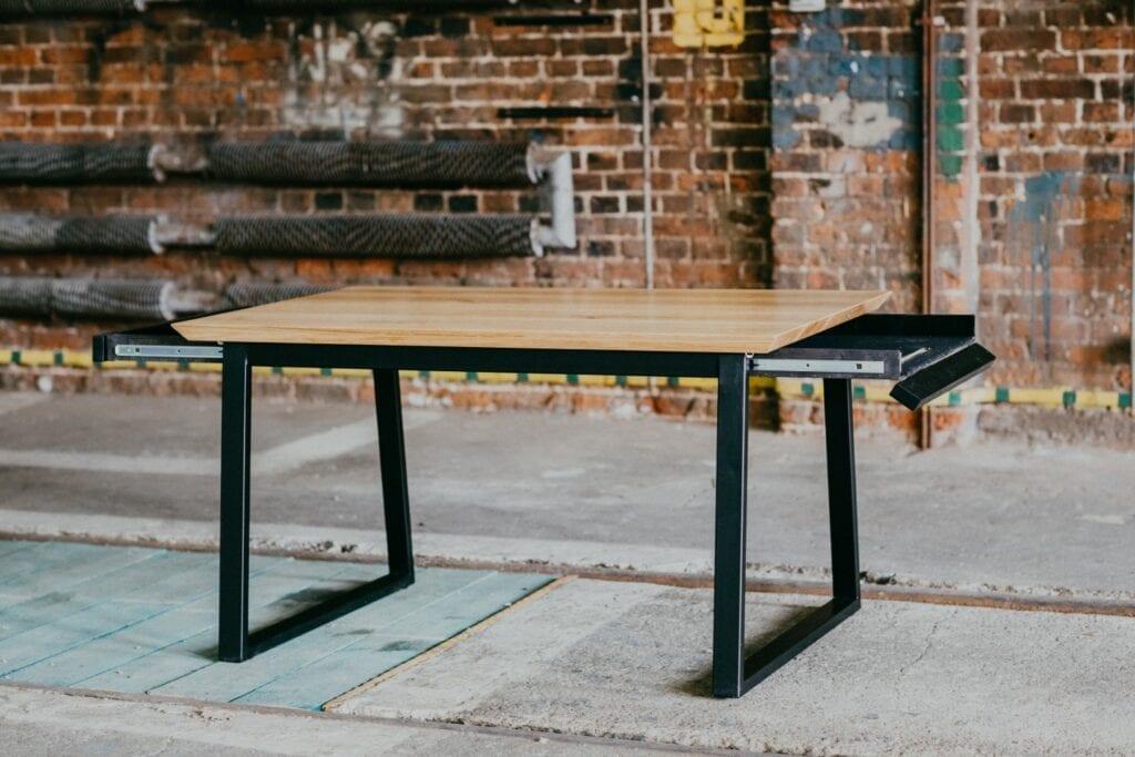 Projekty na zamówienie z manufaktury Wolne Meble - drewniany stół