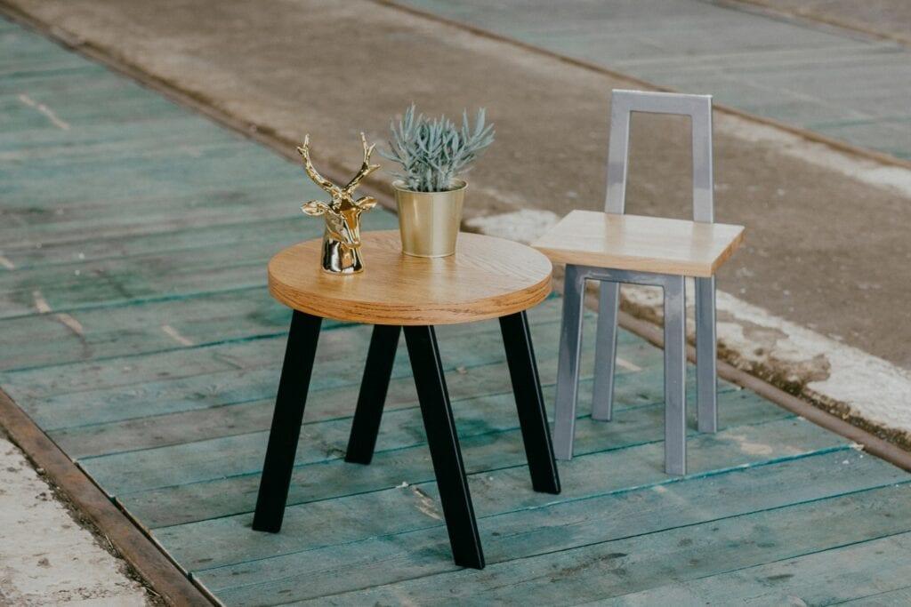 Projekty na zamówienie z manufaktury Wolne Meble - stolik i krzesło dla dzieci