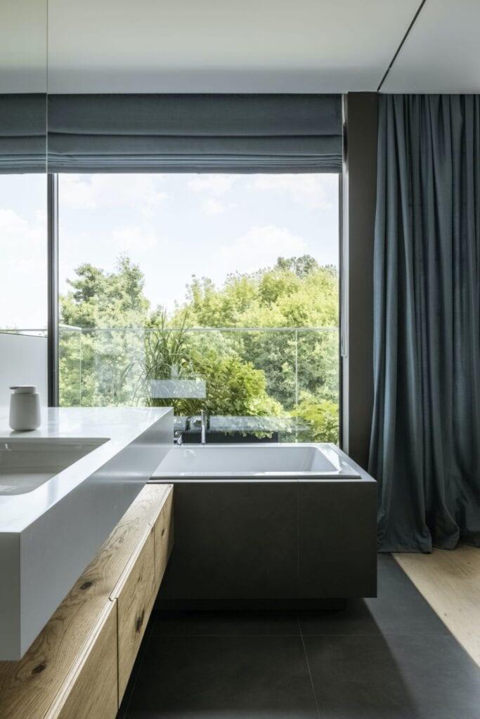 Duże okno w łazience