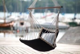 3 mity na temat wyboru mebli na taras i balkon