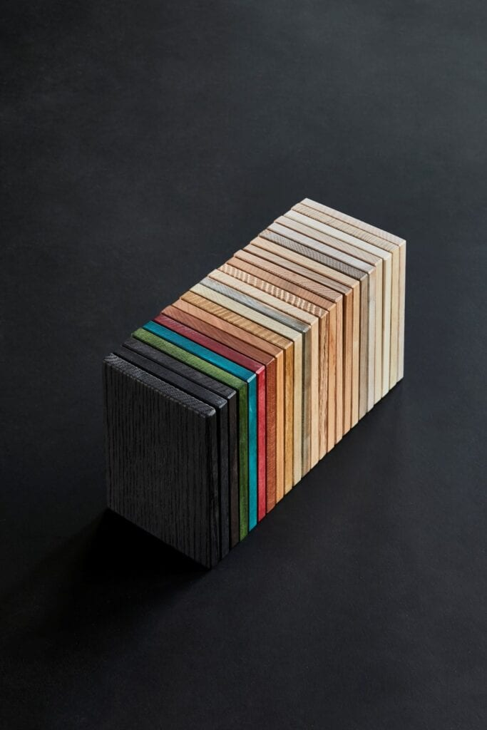 """Connected"" - 9 projektantów, 3 gatunki drewna, 1 warsztat"