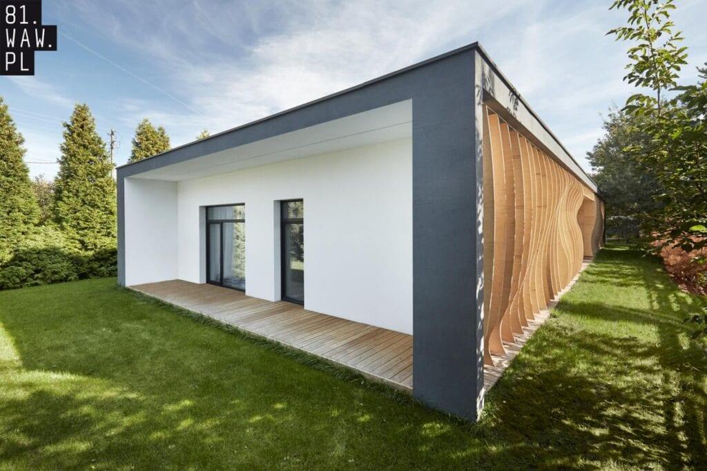Dom Falujący na wietrze od 81.waw.pl