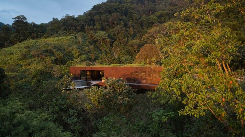 Atelier Villa - prywatna rezydencja na wzgórzu - pracownia Formafatal - zdjęcia BoysPlayNice