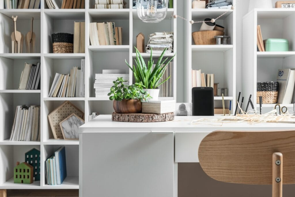 Biurko dobre na każdy czas - porady od marki VOX