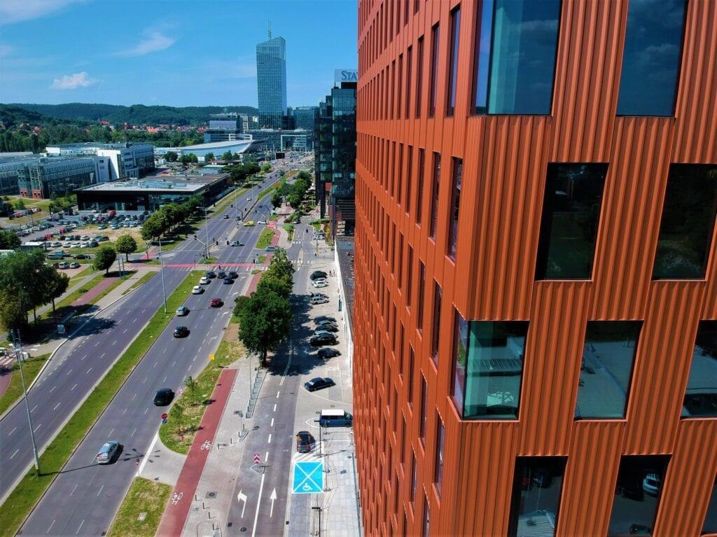 City Hub – pierwszy w Trójmieście węzeł współdzielonej mobilności - Skanska, Traficar, Hop.City, gdański biurowiec Wave