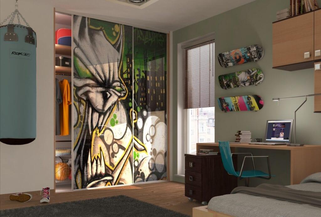 Drzwi do szafy – przesuwne czy uchylne? Porady od ekspertów marki Komandor