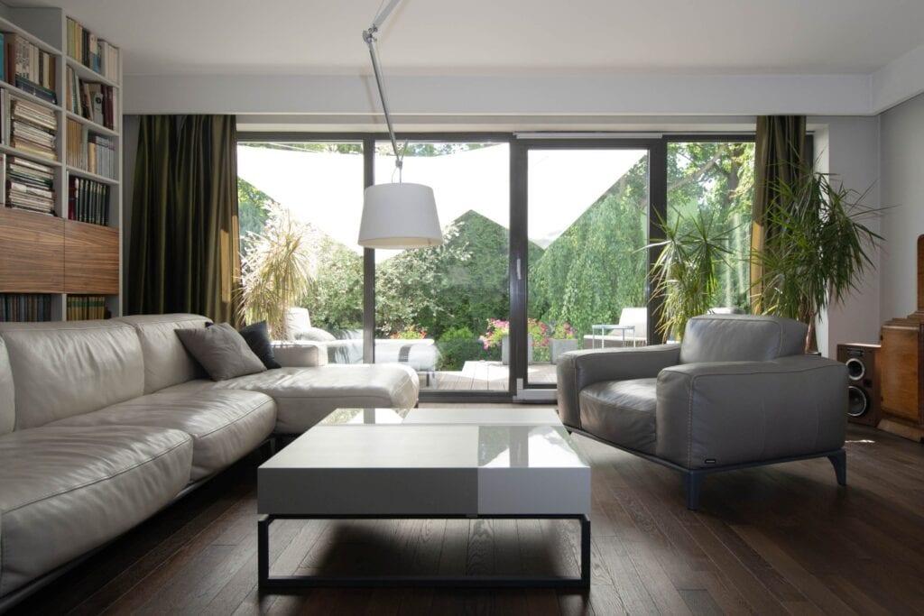 Funkcjonalny stolik do salonu od marki Bozzetti - stolik Blokk