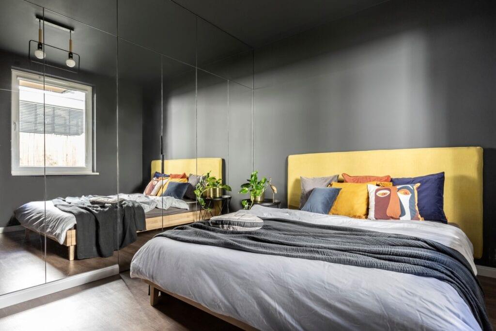 Mieszkanie z barem projektu pracowni Decoroom - Agata Koszelewska, Katarzyna Domańska - zdjęcia Marta Behling, Pion Poziom