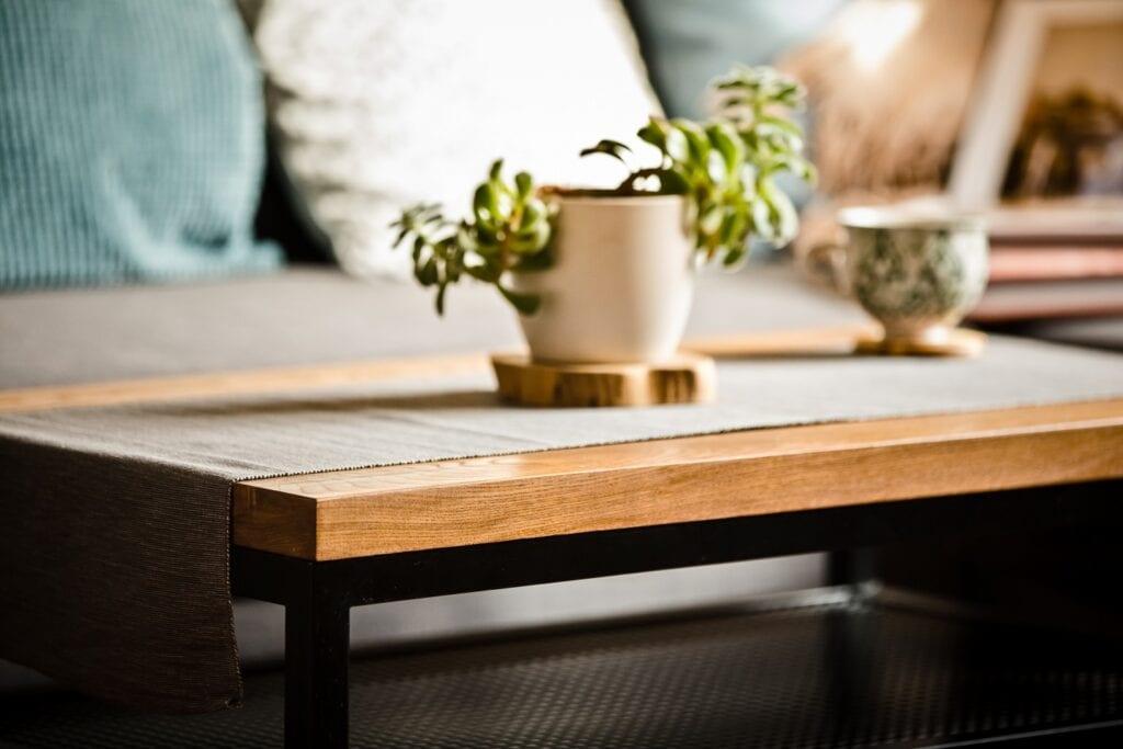Wyjątkowe stoły z drewna? Manufaktura Wolne Meble zrealizuje każdy projekt!