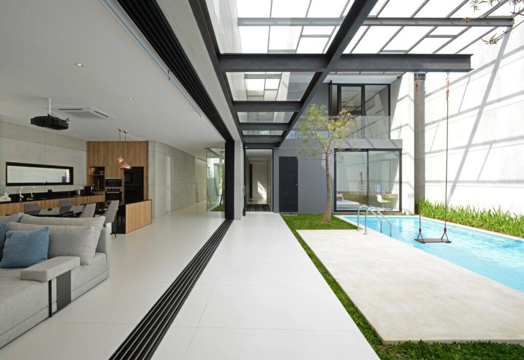 Przydomowy basen - wymarzony relaks o każdej porze - Laminam - Private House Collection Bianco Assoluto