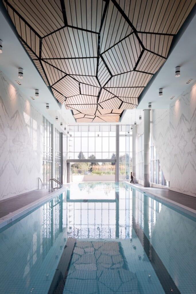 Przydomowy basen - wymarzony relaks o każdej porze - Laminam - Seylynn Village Canada
