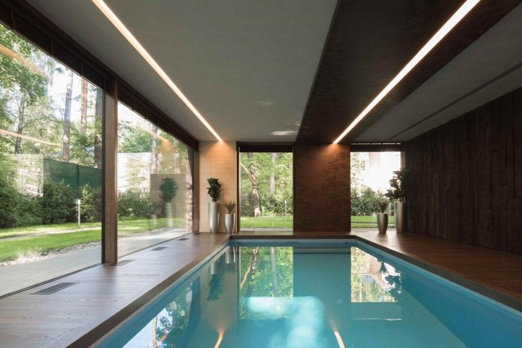 Przydomowy basen - wymarzony relaks o każdej porze - Laminam - Copper Shell House