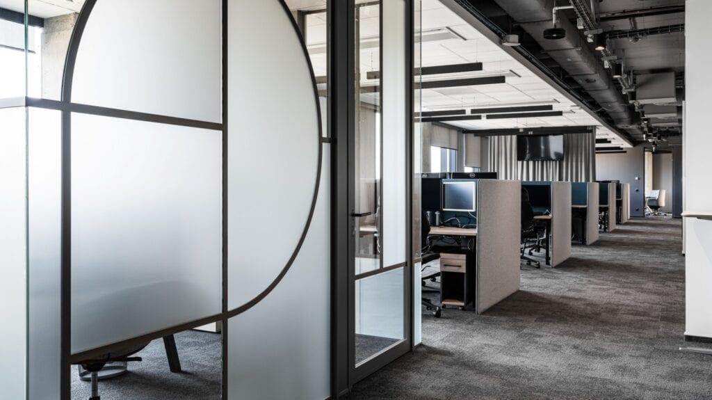 Biuro Visma Software - skandynawski styl z pazurem - projekt The Design Group - foto Fotomohito
