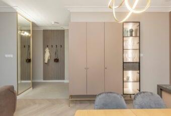 Decoroom i modern classic w stylowym apartamencie