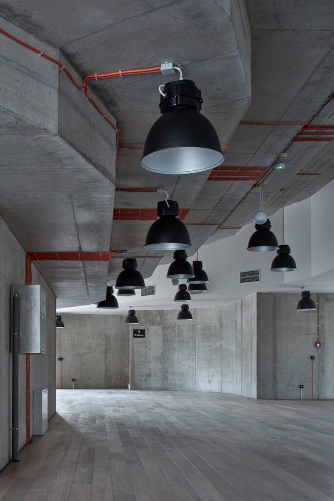 Qarta architektura i sala wykładowa Politechniki w Igławie - zdjęcia BoysPlayNice