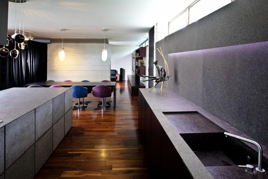 Willa z gontu i betonu autorstwa Biura Architektonicznego Barycz i Saramowicz