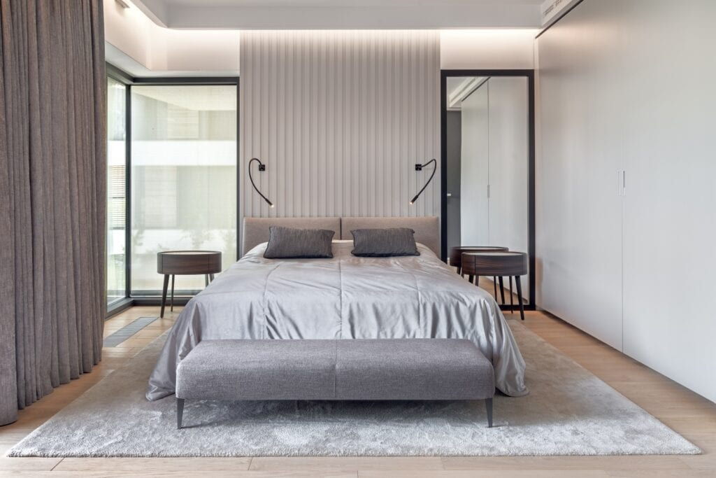 BAJERSOKÓŁ team i ciepły minimalizm w warszawskim apartamencie - foto Tom Kurek