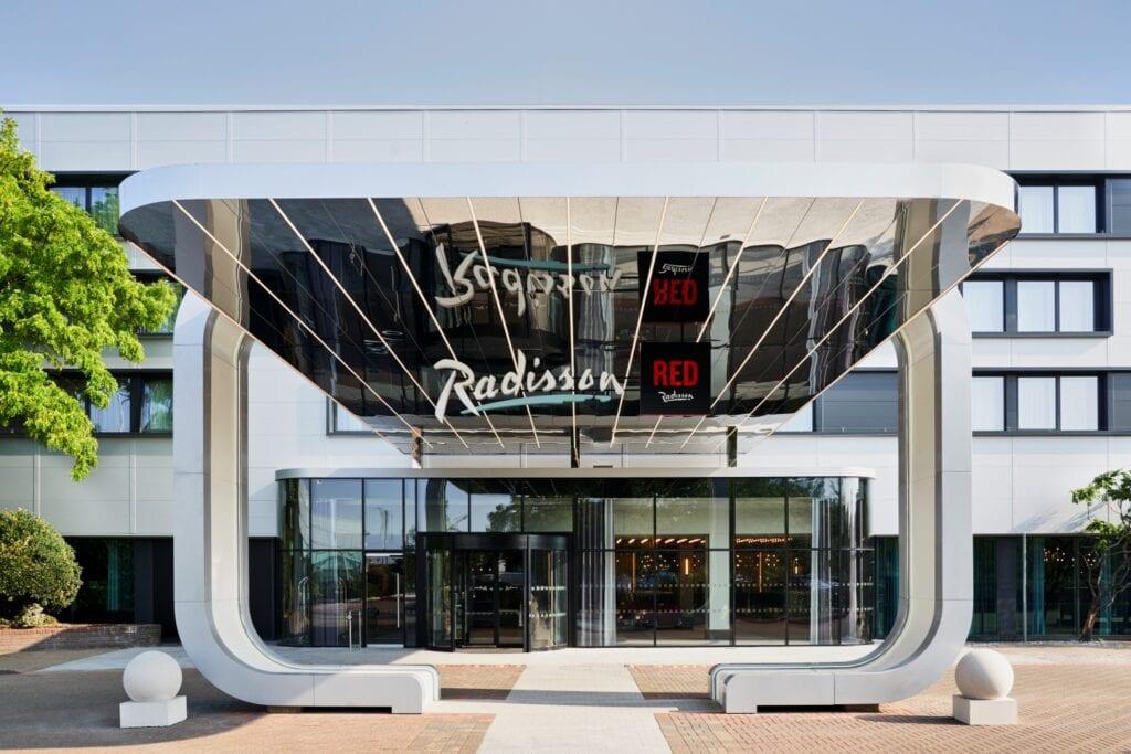 Połączone hotele Radisson i Radisson RED przy lotnisku Heathrow w Londynie