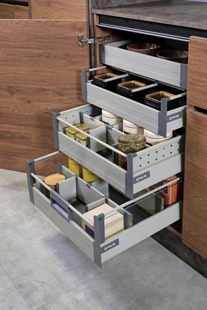 Trzy przepisy na kuchenną spiżarkę - porady od marki REJS