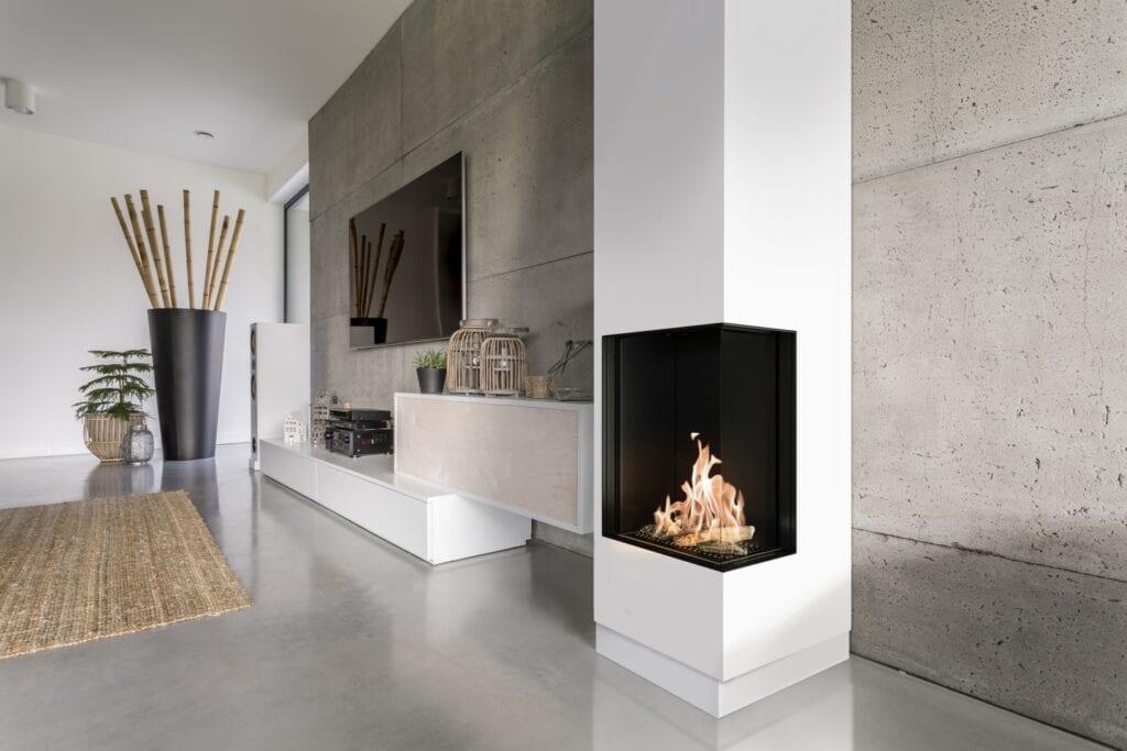 Kominki narożne i trójstronne we wnętrzach - nowoczesne aranżacje z klasycznym pięknem ognia