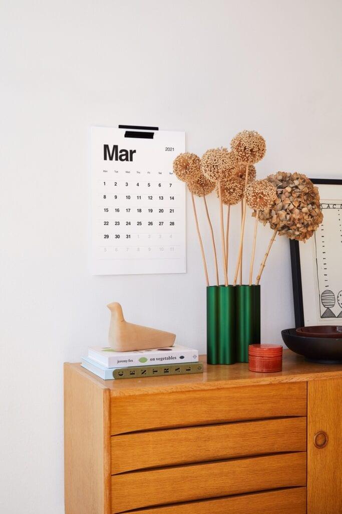 Minimalistyczny kalendarz ścienny KAL - projekt Stanisław Czarnocki