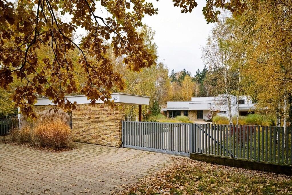 Willa w dwóch pawilonach - projekt Biura Architektonicznego Barycz i Saramowicz